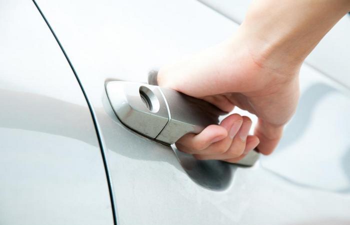 -открывается-дверь-авто Потерял чип ключ от автомобиля что делать
